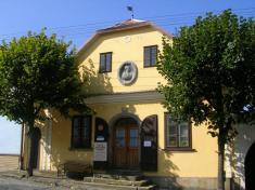 Památník Karla Havlícka Borovského aMístní knihovna vH. Borové